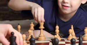 Bambini e gioco scacchi